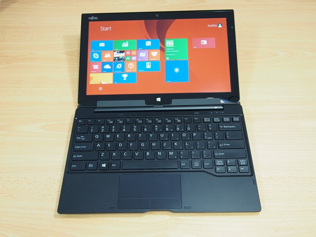 Fujitsu-Stylistic-Q704-Hybrid-Windows-8-Tablet-0003