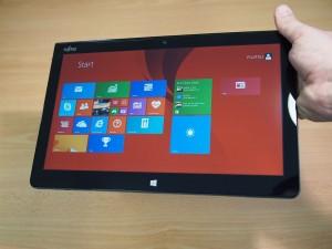 Fujitsu-Stylistic-Q704-Hybrid-Windows-8-Tablet-0008.jpg