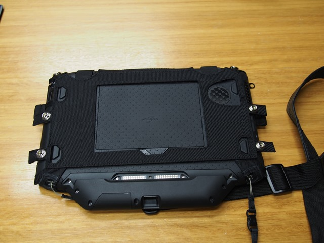 Motion-R12-Rugged-Windows-8-tablets-0025