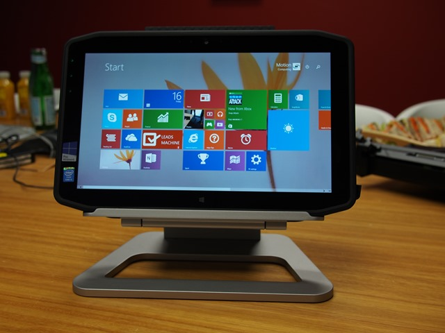 Motion-R12-Rugged-Windows-8-tablets-0028